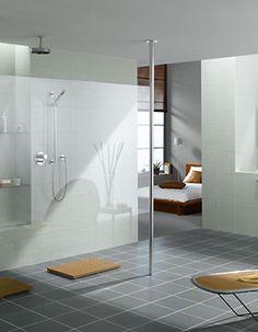 Large walk in shower, white and grey modern bathroom design Walk Through Shower, Tile Walk In Shower, Walk In Shower Designs, Glass Shower, Big Shower, Dream Shower, Shower Base, Large Shower, Shower Floor
