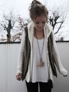 Cute winter look Feather necklace~