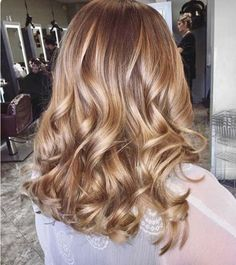 Blonde and brown hair colors are generally the most preferred and natural hair color ideas for women all around the world. With the ombre and balayage hair. Hair Color Balayage, Blonde Color, Hair Highlights, Ombre Hair, Blonde Balayage, Caramel Balayage, Brown Balayage, Honey Balayage, Ombre Brown