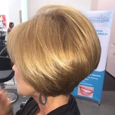 Check Out 35 Awesome Short Hairstyles for Fine Hair. Fine hair is often described as silky or baby soft. Fine hair is also typically usually confused with thin hair. Haircut For Older Women, Bob Haircuts For Women, Popular Haircuts, Easy Short Haircuts, Short Hairstyles For Women, Chic Hairstyles, Hairstyles 2016, Short Hair Cuts For Women Over 40, Stacked Haircuts