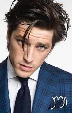 New Zealand label Crane Brothers enlists model Vinnie Woolston as the face of its spring-summer 2016 collection. Mens Medium Length Hairstyles, Boy Hairstyles, Medium Hair Cuts, Medium Hair Styles, Long Hair Styles, New Mens Fashion, Gents Fashion, Style Fashion, Model Face