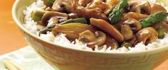A delicious stir-fry ready in just 25 minutes! This tasty chicken, mushroom and asparagus dish served with rice is perfect for an Asian dinner.