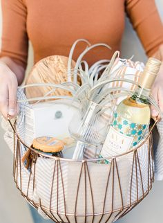Wine Basket Gift Ideas Discover Homemade Hostess Gift Baskets for The Wine Lover - Inspired By This We can never show up to a fall or holiday party empty handed. So we crafted a couple homemade hostess gift baskets for the wine lover in your life. Gifts For Wine Lovers, Wine Gifts, Gift For Lover, Spa Gifts, Gift Baskets For Women, Wine Gift Baskets, Gift Ideas For Women, Wrapping Gift Baskets, Best Gift Baskets