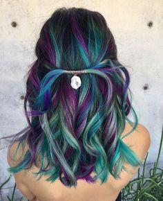 25 refreshing Teal hair color ideas - hairstyles hair More - Bunte haare - Peacock Hair Color, Vivid Hair Color, Mermaid Hair Colors, Unicorn Hair Color, Peacock Ore, Mermaid Style, Ombré Hair, Curly Hair, Bright Hair
