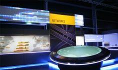 Der interaktive Netzwerktisch dient der Darstellung von globalen DHL-Netzwerken.