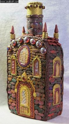 Discover thousands of images about clay covered bottle castle. Might make a cool fairy castle! by angelique Polymer Clay Kunst, Polymer Clay Fairy, Polymer Clay Projects, Polymer Clay Creations, Glass Bottle Crafts, Wine Bottle Art, Diy Bottle, Clay Fairy House, Fairy Houses