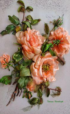"""Quadro """"Rose rosa"""", realizzato in tecnica Silk ribbon embroidery. di SilkRibbonembroidery su Etsy"""