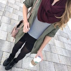 Find images and videos about fashion, style and outfit on We Heart It - the app to get lost in what you love. Look Fashion, Girl Fashion, Winter Fashion, Fashion Outfits, Khaki Jacket, Green Jacket, Short Noir, Look Short, Red Scarves