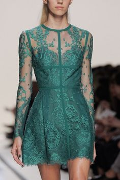 Elie Saab Spring 2014 Ready-to-Wear Detail - Elie Saab Ready-to-Wear Collection Look Fashion, Runway Fashion, High Fashion, Fashion Design, Paris Fashion, Fashion Clothes, Traje Black Tie, Pretty Dresses, Beautiful Dresses