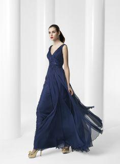 Precioso vestido confeccionado en gasa con detalle bordado en el pecho