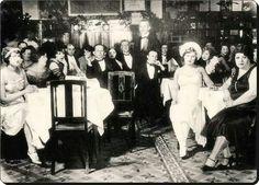 Beyaz Rusların açtığı Beyoğlu Turkuvaz lokantası 1930'lar.
