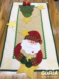 Santa, Christmas Tree and Star Quilted Table Runner. - Santa, Christmas Tree and Star Quilted Table Runner. Santa, Christmas Tree and Star Quilted Table Runner. Christmas Applique, Christmas Sewing, Christmas Diy, Christmas Quilting, Coastal Christmas, Scandinavian Christmas, Modern Christmas, Christmas Wall Hangings, Christmas Table Decorations