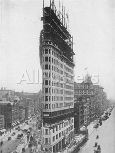 View of the Flatiron Building under Construction in New York City Landscapes Photographic Print - 30 x 41 cm