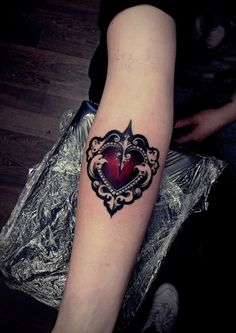 Beautiful heart done by Olie Siiz in Blackstar Studio, Warsaw, Poland.