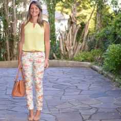 Moda corporativa - look do dia - look de trabalho - look verão - moda executiva - work outfit - office outfit - summer - - calça estampada - amarelo - pants - yellow - floral