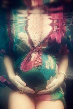 Underwater Maternity Shoot! Yes! Love!!