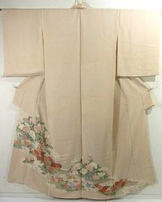 This is a Kimono fabric cut into Irotomesode shape and stitched roughly before sewing to make Houmongi.  It has mandarin ducks, 'Kiku'(chrysanthemum) and 'botan'(peony) with water streams pattern, which is dyed