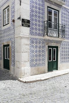Old Lisbon typical districts architecture -  LISBON, PORTUGAL | JAYADORES