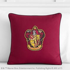 The SORTING HAT™ has placed you in GRYFFINDOR™ thanks to your courage, chivalry and determination. Now display your loyalty to crimson and gold with your House's patch pillow. Made from pure cotton, it's a bewitching and charmin Large Pillow Covers, Large Pillows, Throw Pillows, Pottery Barn Kids Backpack, Harry Potter Collection, Sorting Hat, Pottery Barn Teen, Harry Potter Characters, Pbteen