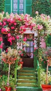 Doorway into Monet. Flowers lift Qi and stimulates happy thoughts and cheer as you enter. The house and garden of Claude Monet (Giverny/ France) Dream Garden, Home And Garden, Outdoor Spaces, Outdoor Living, Giverny France, Claude Monet, The Places Youll Go, Beautiful Gardens, Beautiful Flowers