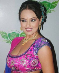 Sana Khan Cleavage | Sana Khan In Wet Saree