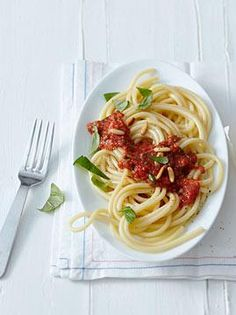 Rezept: Maccheroni mit frischer Tomatensauce - [LIVING AT HOME]