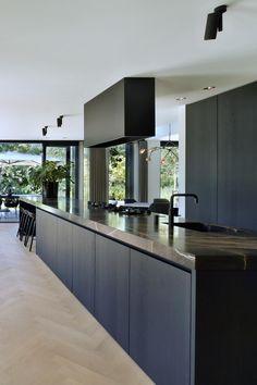 Luxury Kitchen Design, Kitchen Room Design, Modern House Design, Interior Design Kitchen, Black Kitchens, Home Kitchens, Küchen Design, Layout Design, Cuisines Design