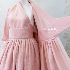 Dresses For Teens, Modest Dresses, Pretty Dresses, Korean Traditional Dress, Traditional Dresses, Korea Dress, Modern Hanbok, Dress Anak, Mode Abaya