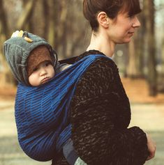 Baby Wrap Sling Blue Bricks Modern, graphic pattern, woven from blue and anthracite cotton yarns, a colour interplay that adds style and classiness to the pattern. Woven Wrap, Baby Wraps, Graphic Patterns, How To Look Classy, Baby Wearing, Organic Cotton, Couple Photos, Bricks, Yarns