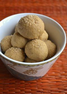 Healthy Snacks Godi (wheat) laddoo - Make this healthy snack for your kid in less than 30 minutes! Indian Desserts, Indian Sweets, Indian Dishes, Indian Snacks, Healthy School Snacks, Easy Snacks, Easy Sweets, Kid Snacks, Scones