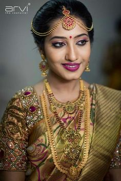 Shopzters is a South Indian wedding site Pinterest Girls, Indian Bridal Hairstyles, South Asian Bride, Indian Bridal Makeup, Beautiful Indian Actress, Beautiful Saree, Beautiful Ladies, Saree Wedding, Wedding Bride