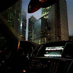 The Classy Issue Night Aesthetic, City Aesthetic, Clara Marz, Dark City, City Vibe, Night Vibes, Nyc Life, Dark Paradise, Night City