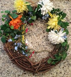 A quick and easy diy to make your own Spring Tulip Wreath. Perfect Tulip Wreath diy for your front door this Spring! Diy Wreath, Grapevine Wreath, Spring Wreaths For Front Door Diy, Tulip Wreath, Pinterest Projects, Diy Door, Grape Vines, Tulips, Easy Diy