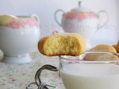 Les Helenettes, biscuits moelleux au jaune d'oeuf | Le Blog cuisine de Samar Cooking Chef, Tea Cakes, Glass Of Milk, Tea Time, Sweet Tooth, Pudding, Cookies, Samar, Wafer Cookies