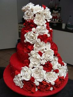 Red and White Rose Wedding Cake - Red Velvet cake with cascading roses. This cake has killed me. White Roses Wedding, Red And White Weddings, White Wedding Cakes, White Flowers, Velvet Cake, Red Velvet Wedding Cake, Red Cake, White Cakes, Amazing Wedding Cakes