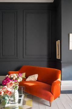 Colore grigio scuro per le pareti con tocchi arancioni. Come scegliere i colori di una stanza a seconda dell'esposizione