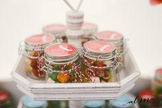 Frasquito caramelos Mason Jars, Container, Food, Candies, Mason Jar, Meals, Yemek, Eten, Glass Jars