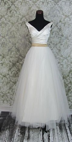 If I had found this when I was engaged... it would have been my wedding dress! So beautiful.