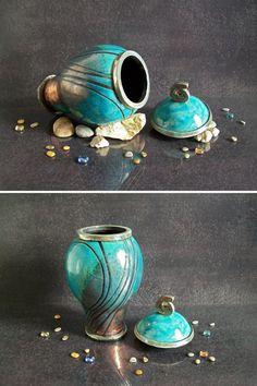 Guarda questo articolo nel mio negozio Etsy https://www.etsy.com/it/listing/294321465/urna-funeraria-in-ceramica-raku-turchese