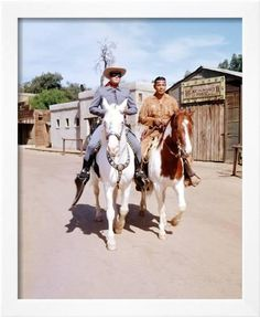 Clayton Moore and Jay Silverheels as the Lone Ranger and Tonto, with their horses Silver and Scout Old Western Towns, Vintage Television, Real Cowboys, Tv Westerns, The Lone Ranger, Western Movies, Western Film, Western Art, Old Movie Stars