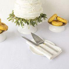 Charlton Home Isadora Golden Love Cake Serving Set
