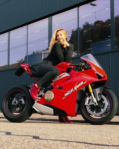 Red Motorcycle, Motorbike Girl, Lady Biker, Biker Girl, Bike Leathers, Hot Bikes, Biker Chick, Super Bikes, Car Girls