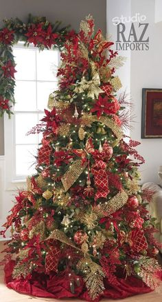 38 Amazing Red And Gold Christmas Decoration Ideas 33 - Dailypatio Red And Gold Christmas Tree, Ribbon On Christmas Tree, Beautiful Christmas Trees, Christmas Tree Themes, Elegant Christmas, Noel Christmas, Xmas Decorations, Christmas Wreaths, Holiday Decor