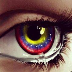 Hoy podría decir que nada me ancla a Venezuela... como muchos me han dicho ya tú familia está en el cielo y ahora te toca emprender tú vida sola... Sin embargo mi cuerpo está aquí en un lugar que se ha hecho familiar y No puedo parar de llorar no conozco a esos chicos detenidos no conozco a las personas fallecidas no conozco a los heridos no conozco a esas madre hermanos e hijos que como yo lloran la pérdida de un ser querido . ... sin embargo esto me duele como si de un familiar se…