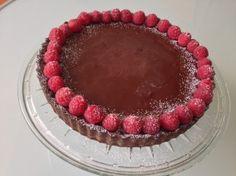 Tarta cu ciocolata si zmeura | Jurnalul Unei Cookaholice Delicious Food, Tiramisu, Raspberry, Fruit, Ethnic Recipes, Pie, Yummy Food, Raspberries, Tiramisu Cake
