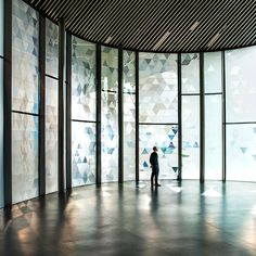 A responsive glass facade reacts to wind passing overs its surface, scattering triangular patterns of light and shadow in this installation at Now Gallery London by Dutch designer Simon Heijdens. Shade by Simon Keijdens at Now Gallery Greenwich Peninsula, Artistic Installation, Glass Facades, Galleries In London, Wallpaper Magazine, Article Design, Window Film, Environmental Graphics, Facade Architecture