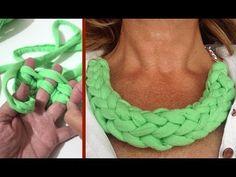 T- shirt yarn Necklace - Videotutorial Yarn Bracelets, Yarn Necklace, Knitted Necklace, Fabric Necklace, Necklaces, Textile Jewelry, Fabric Jewelry, Jewelry Knots, Jewelry Crafts