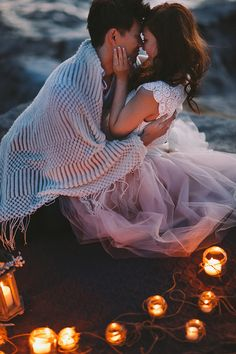 Completely Gorgeous Engagement Portraits | Jenny Sun Photography | A Romantic Seaside Engagement by Candlelight