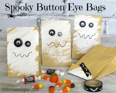 Spooky Button Eye Treat Bags using Buttons Galore Haberdashery Buttons and Glue Dots Halloween Popcorn, Halloween Treat Bags, Easy Halloween, Holidays Halloween, Fall Crafts, Holiday Crafts, Classroom Crafts, Diy Halloween Decorations, Toddler Crafts