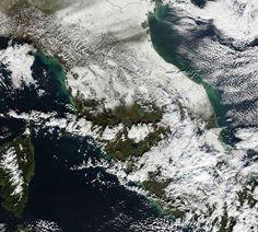 6 Anni fa la storica nevicata del 17 Dicembre 2010 Come dimenticarla,.. la ormai storica nevicata del 17 dicembre 2010 gli appassionati meteo toscani come il sottoscritto la ricorderanno sicuramente tale data, poiché al centro-nord della regione si v #neve #toscana #inverno #gelo #freddo